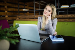 Young woman at working place thinking Royalty Free Stock Photos