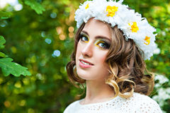 Young woman with a wreath of chamomiles Royalty Free Stock Photos