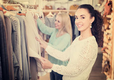Young women at the apparel store Royalty Free Stock Photography