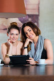 Young women or colleagues sitting in a cafe or restaurant Stock Photography