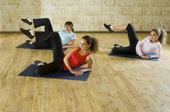 Young women exercising on mat Royalty Free Stock Photos