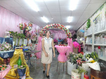 Young women in the flower shop to tidy up roses. In Shenzhen, china Royalty Free Stock Images