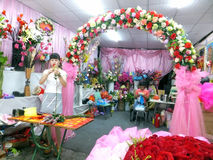 Young women in the flower shop to tidy up roses. In Shenzhen, china Stock Photo