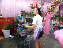 Young women in the flower shop to tidy up roses. In Shenzhen, china Stock Photos