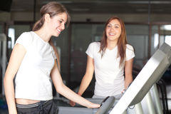 Young women in the gym smiling Royalty Free Stock Photography