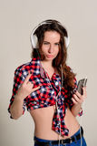 Young women having fun, listening to music with headphones Royalty Free Stock Photos