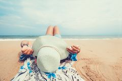 Young women lying on a tropical beach, Royalty Free Stock Photos