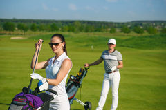 Young women and men playing golf Royalty Free Stock Photography