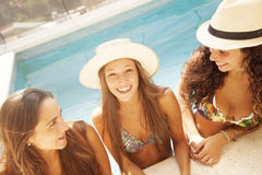 Young women relaxing in swimming pool Royalty Free Stock Photos