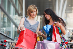 Two young fashion women with shopping bags Royalty Free Stock Photos