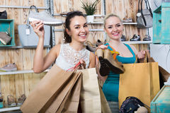 Young women shopping shoes Royalty Free Stock Photos