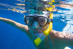 Young women is snorkeling Royalty Free Stock Photos