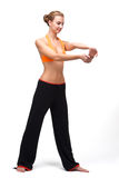 Younge Frau, welche die Muskeln ihrer Hände ausdehnt Stockfoto