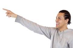 Youngman que señala con el dedo del nad del brazo en el espacio del anuncio Fotos de archivo libres de regalías
