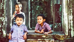 Youngsjongens in Angkor Wat Stock Foto