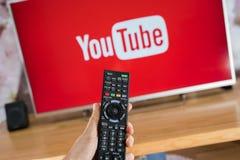 YouTube app на ТВ Сони умном стоковое фото