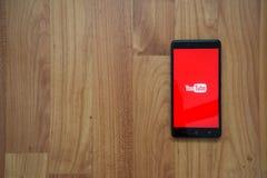 YouTube en smartphone Imagenes de archivo