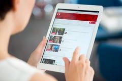 YouTube muzyczny playlista na Jabłczanym iPad powietrzu Obraz Stock