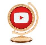 Youtube okręgu ikona umieszczająca w drewnianą kulę ziemską Zdjęcia Royalty Free