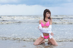 Youyng sexy brunette in swimsuit on the beach Royalty Free Stock Photos