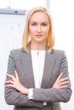 Yrkesmässig affärskvinna som är upptagen på arbete Arkivfoton