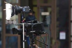 Yrkesmässig camcorder som skjuter en video på gatan Arkivfoton
