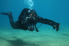 Yrkesmässig dykare arkivbild