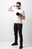 Yrkesmässig fotograf i digital kamera för t-skjorta bruk med lon Royaltyfria Bilder