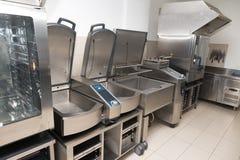 Yrkesmässig kökstålutrustning för att förbereda sig för mat Fotografering för Bildbyråer