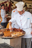 Yrkesmässig kockmatlagning under den Spancirfest festivalen Arkivbild