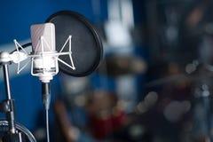 Yrkesmässig kondensatorstudiomikrofon Arkivfoto