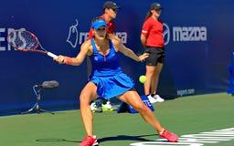 Yrkesmässig kvinnlig tennisspelareAlize kornett Arkivfoton