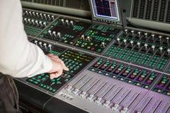 Yrkesmässig ljudsignalutrustning i studio Royaltyfria Foton