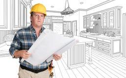 Yrkesmässig manlig leverantör med husplan som framme bär den hårda hatten av Cu Arkivfoto