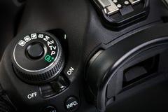 Yrkesmässig modern DSLR-kamera Arkivbild