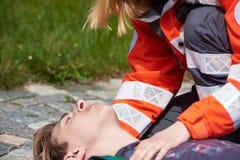 Yrkesmässig person med paramedicinsk utbildning Arkivfoton