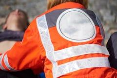 Yrkesmässig person med paramedicinsk utbildning Fotografering för Bildbyråer