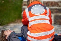 Yrkesmässig person med paramedicinsk utbildning Royaltyfri Foto