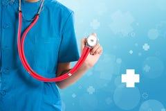 Yrkesmässig sjuksköterska Medital för kvinnlig hälsovård eller stående av doc royaltyfria bilder