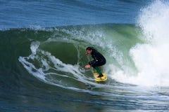 Yrkesmässig surfare Shawn Barron Surfing California arkivbild