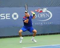 Yrkesmässig tennisspelare Andreas Haider-Maurer från Österrike under hans första runda match på US Open 2013 Royaltyfri Foto