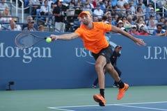 Yrkesmässig tennisspelare Ivo Karlovic av Kroatien i handling under match för runda fyra för US Open 2016 arkivfoto