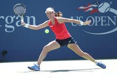 Yrkesmässig tennisspelare Johanna Konta av Storbritannien i handling under hennes tredje runda match för US Open 2015 Royaltyfri Bild