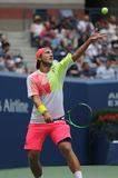 Yrkesmässig tennisspelare Lucas Pouille av Frankrike i handling under hans US Openkvartsfinalmatch 2016 arkivbilder
