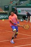 Yrkesmässig tennisspelare Nick Kyrgios av Australien i handling under hans tredje runda match på Roland Garros 2015 Arkivbild