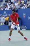 Yrkesmässig tennisspelare Novak Djokovic under den fjärde runda matchen på US Open 2013 Royaltyfri Fotografi