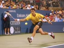 Yrkesmässig tennisspelare Tommy Robredo under den fjärde runda matchen på US Open 2013 mot mästaren Roger Federer för storslagen S Arkivbilder