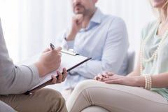 Yrkesmässig terapeut och hennes patienter Royaltyfri Foto