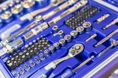 Yrkesmässig toolbox, huvud och spärrhjulcloseup fotografering för bildbyråer