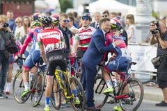 Yrkesmässig väg som cyklar Team Celebrates dess seger i den internationella vägen som cyklar konkurrens Arkivfoto